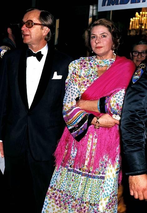 Ingrid setřetím manželem Larsem Schmidtem na předávání Oscarů vroce 1975