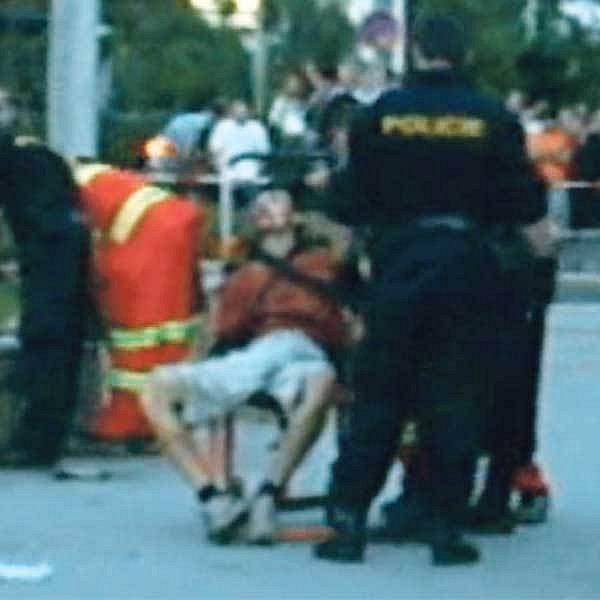 Útočník Roman Postl byl při přestřelce v Ústí nad Labem, kde zastřelil pumpaře, sám těžce zraněn.