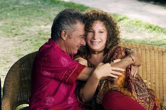 Vkomedii Fotři jsou lotři (2010) hrála manželku Dustina Hoffmana.