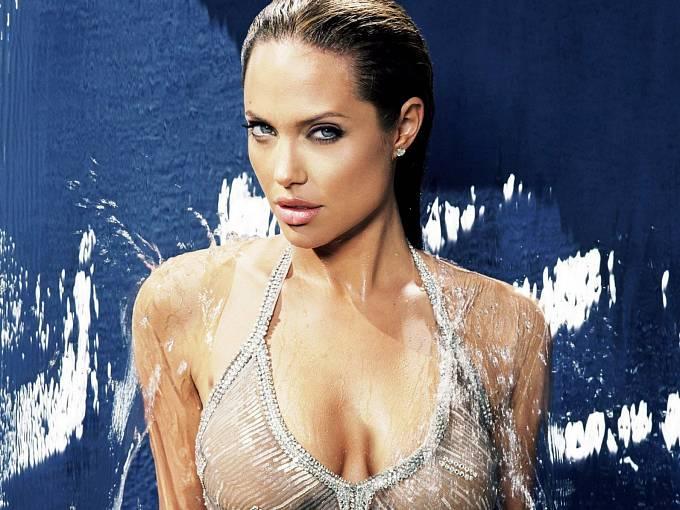 Nadbíhal i Angelině Jolie.