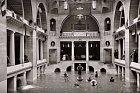 Bazén v hotelu Alcazar, rok 1889.