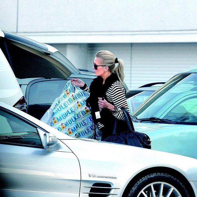 Dara Rolins se už s nehodou vyrovnala. Dokonce je schopna znovu řídit.