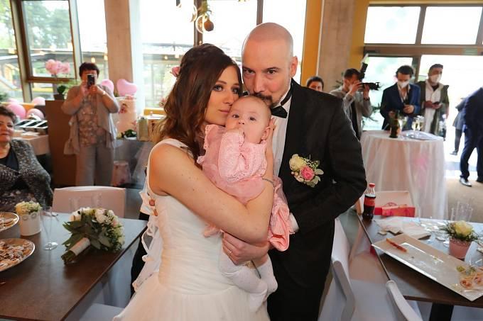 Bohuš Matuš i Lucinka si svatbu užili, nechyběla jejich krásně oblečená dcera.