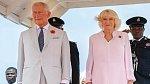 K narození vnučky se na svém Twitteru vyjádřil i sám otec Harryho, princ Charles, se svou manželkou.
