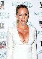 Sexbomby, která se proslavila v pánském magazínu Playboy, se fotografové nemohli nabažit.