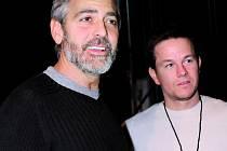 Vystoupení zorganizoval George Clooney, pomáhal Mark Wahlberg.
