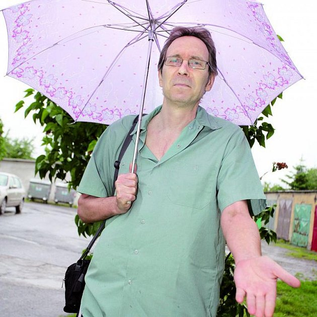 Pan Zeman s obavami mapuje deštivé počasí.