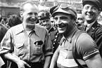 Bourvil byl nadšený cyklista. Vroce 1949 takto vítal vcíli etapy Tour de France Guye Lapebieho.