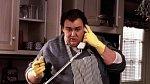 John Candy hrál od mládí v nejrůznějších filmech. Z filmů, které stojí za zmínku můžeme jmenovat Sám doma, Bláznivá dovolená a další. Rok po Kokosech na sněhu předčasně zemřel ve věku 43 let.