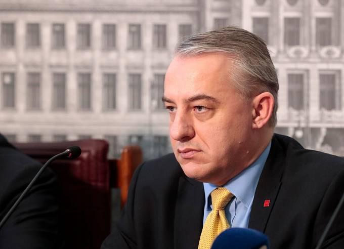 Podle Miloše Zemana je vhodným adeptem Josef Středula. Ten možnost kandidatury zatím zvažuje.