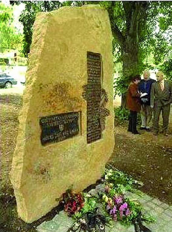 Pomník odhalený vroce 2007