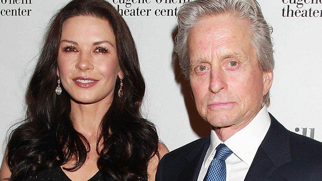 Catherine Zeta-Jonesová smanželem Michaelem Douglasem