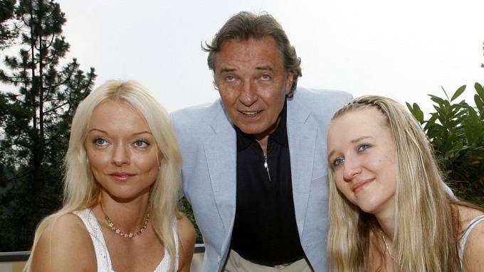 Karel Gott a jeho starší dcery Lucie a Dominika.