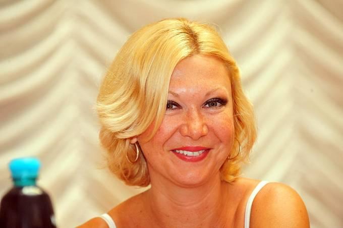 Kandidaturu zvažuje i Klára Slámová, bývalá advokátka Jiřího Kajínka.
