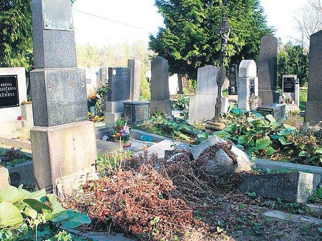 V Plzni je na pět tisíc hrobů, o které se nikdo nestará.