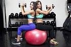 Jen i Jill milují cvičení.