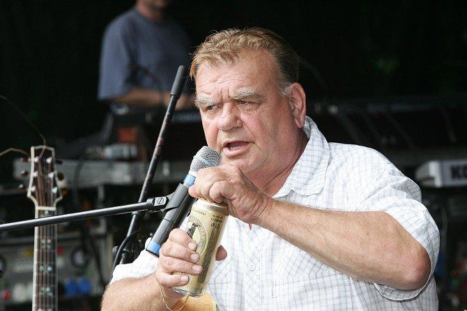 František Nedvěd má v důsledku zákeřné choroby problémy s hlasivkami.