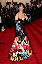 ... Katy vůbec zvolila bláznivý outfit.