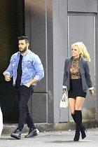 Britney si nového nabíječe nemůže vynachválit, dokonce si ho chce vzít.