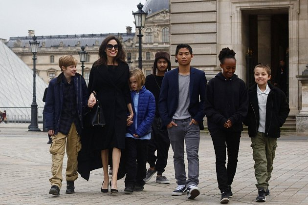 Angelina Jolie sdětmi na výletě vPaříži.
