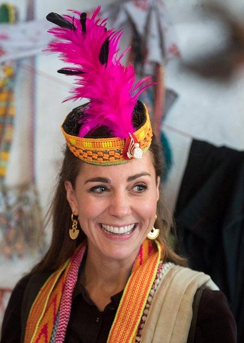 Šperky vždy vybírá s ohledem na příležitost, při návštěvě Pákistánu Kate zvolila ozdoby odkazující na místní kulturu.