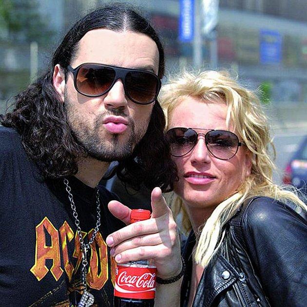 Ruda z Ostravy a Martina Pártlová vtrhli do rádií se společnou písní.