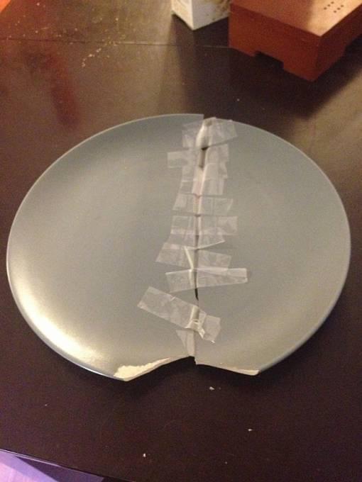 Když člověk u tety rozbije talíř, snaží se to spravit tak, aby se nic nepoznalo!