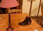 Aby náhodu neutekla... ta bota... sama...