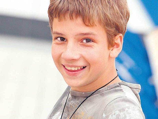 Dětské celebrity vyrážejí na tábory hromadně. Páťáci tak možná potkají Ladislava Ondřeje, který hraje v seriálu Ordinace v růžové zahradě syna Petra Rychlého.