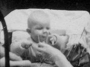 David Bowie ještě jako miminko