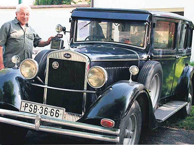 Miloslav Kodat je teprve druhým majitelem luxusního vozu.