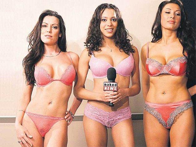 Finalistky výběrového řízení na nahé zpravodajky stanice Naked News (zleva) Valentina Elizabeth, Kortney Kaiser a vítězka Holly Eglinton.