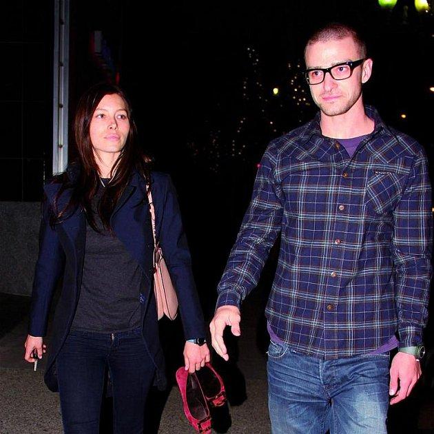 Oficiálně je Timberlake spojován s půvabnou Jessicou Biel.