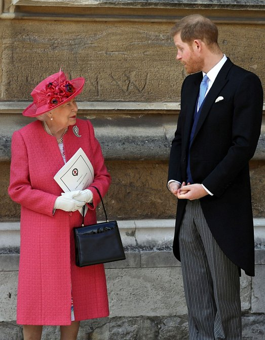 """Nešlo to přehlédnout. Když královna mluvila o tom, že chápe rozhodnutí Meghan a Harryho, označila vévodu a vévodkyni ze Sussexu pouze jako """"Harry a Megan"""", což je výrazné jiné oslovení, než v prohlášení vydaném palácem před schůzkou v Norfolku."""