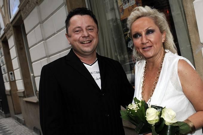 Bára Basiková měla vždy ke zpěvákovi blízko.
