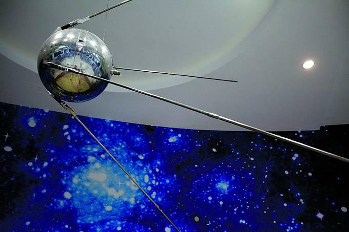 Podle jedné verze byla záhadná koule pozůstatkem vesmírné družice.