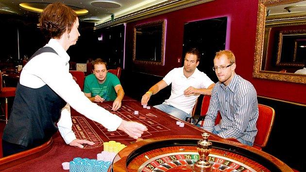 Trojice redaktorů Šípu Plus vyrazila do kasina.