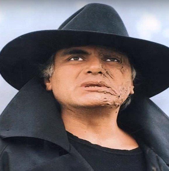 Lucio Malaver je hlavní zloduch celého seriálu. Touží si vzít Esmeraldu za manželku, ona ho ale nemiluje. Snaží se ji vydírat, prosit, cokoliv, jen aby byla jeho.