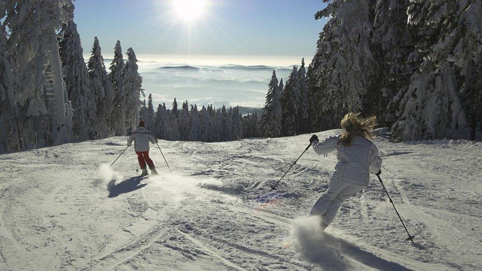 Také byste se ještě letos svezli na lyžích?