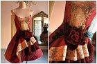 Přenádherné šaty do těch nejmenších detailů.
