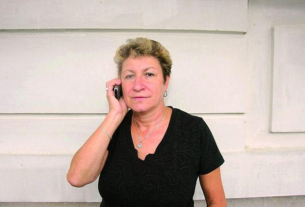 Manželka Blanka má za úkol volat na tísňovou linku záchranáře, hasiče a policisty.