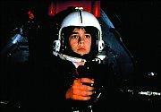 Ve sci-fi D.A.R.Y.L. (1985) hrál robota.