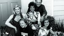Jako začínající herečka (vlevo) vseriálu Life Goes On (1989)