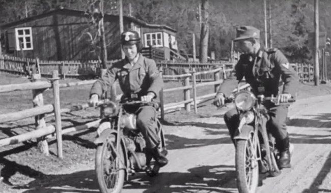Výuka jízdy na motocyklu.