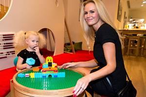 Lucie Hadašová s dcerkou