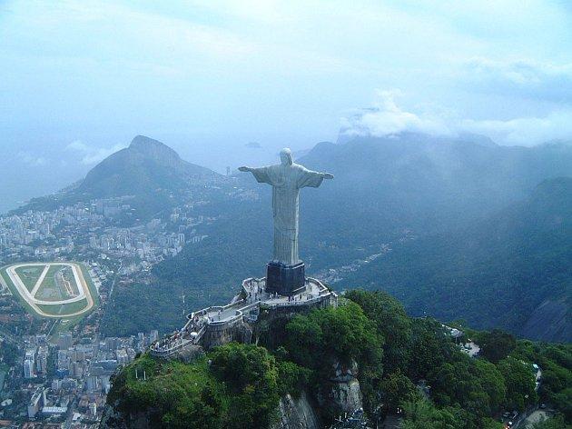 Největší socha Ježíše Krista se nachází vRiu De Janeiru.