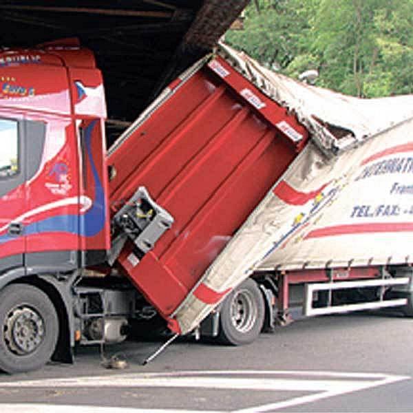 Nehoda kamionu v Děčíně