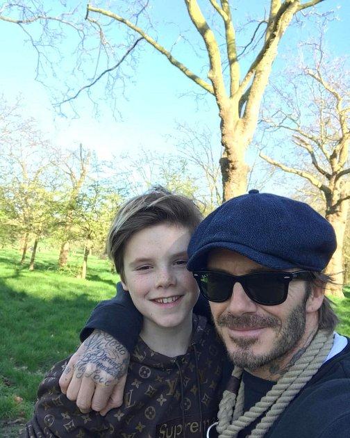 David Beckham se raději než ženě věnuje dětem.