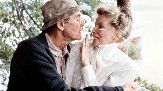 Oscarová role ve snímku Na Zlatém jezeře (1981). Na záběru sHenry Fondou.