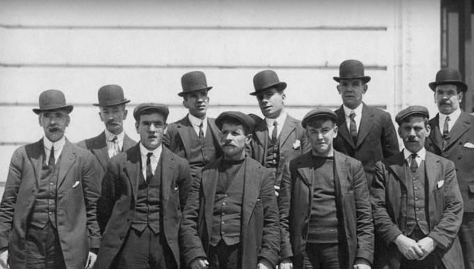 Přeživší posádka Titanicu-Ernest Archer, Frederick Fleet, Walter Perkis, George Symons, Frederick Clench, Arthur Bright, George Hogg, John Moore, Frank Osman, Henry Etches.
